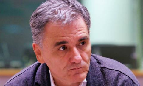 Tsakalotos: Amendment on social dividend to be tabled in parliament on Wednesday
