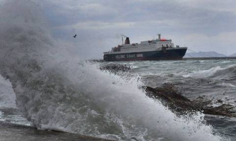 Strong winds keep ships docked in ports