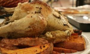 Η συνταγή της ημέρας: Κοτόπουλο στη γάστρα με γάλα, φασκόμηλο και ψητές γλυκοπατάτες