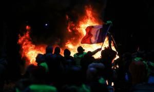 Το Παρίσι στις «φλόγες»: Τι είναι τα «κίτρινα γιλέκα» και γιατί εξεγέρθηκαν κατά του Μακρόν (Pics)