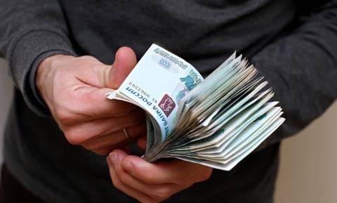 Каждый пятый работник в России получает меньше 15 тысяч рублей