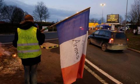 Γαλλία: Νίκη για τα «κίτρινα γιλέκα» - Η κυβέρνηση αναστέλλει τις αυξήσεις στα καύσιμα