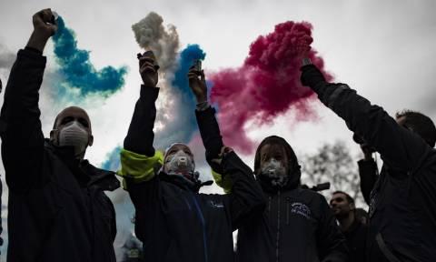 Εκτός ελέγχου η κατάσταση στη Γαλλία: Η εξέγερση των «κίτρινων γιλέκων» εξαπλώνεται στα σχολεία