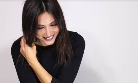 Η Μάγδα Βαρούχα παρουσιάζει το νέο της τραγούδι με τίτλο «Μυρίζει βροχή»