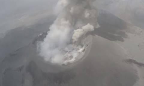 Η στιγμή έκρηξης του ηφαιστείου Sabancaya από ψηλά (vid)