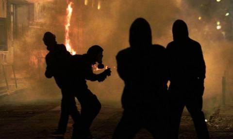 Επέτειος Γρηγορόπουλου: Εισβολή κουκουλοφόρων σε κτήριο του υπουργείου Πολιτισμού