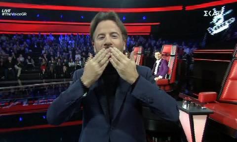 The Voice: Ο Μαραβέγιας διέκοψε το live για να στείλει φιλιά και να αφιερώσει στην…