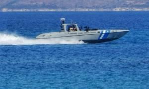 Συναγερμός στην Κρήτη: Σκάφος προσάραξε σε βράχια - Εγκλωβίστηκαν δύο άτομα