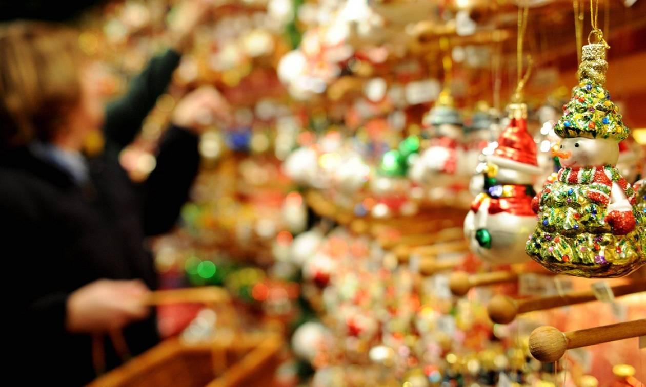 Εορταστικό ωράριο: Δείτε πότε ξεκινάει και ποιες Κυριακές θα λειτουργήσουν τα καταστήματα