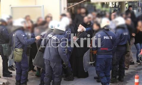 Ένταση στο μνημόσυνο του Κατσίφα στην Κρήτη: Τραυματίστηκε αστυνομικός (pics)