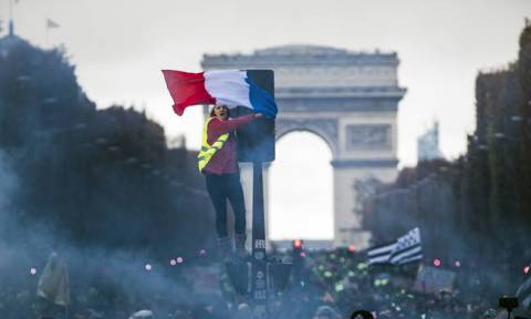 Yellow vest movement: France braced for 'ultra-violent' protests