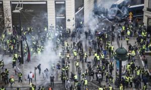«Κόλαση» στο Παρίσι: Επεισόδια και χημικά στη διαδήλωση των «κίτρινων γιλέκων» (pics+vids)
