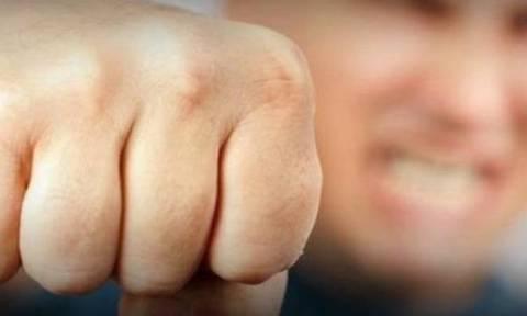 Απίστευτο περιστατικό ωμής βίας: Τον «έσπασαν» στο ξύλο