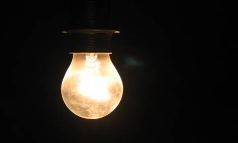 «Του άλλαξε τα φώτα»: Πώς βγήκε αυτή η φράση;