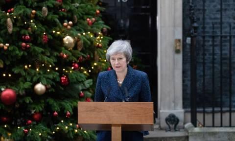 Brexit: Δεν παραιτείται η Τερέζα Μέι μετά την κατάθεση πρότασης μομφής