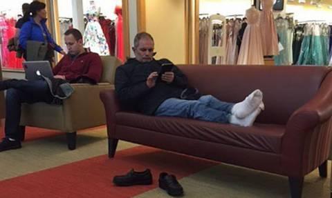 Ξεκαρδιστικές φωτογραφίες: Όταν οι Άντρες περιμένουν τις Γυναίκες να τελειώσουν τα ψώνια! (pics)