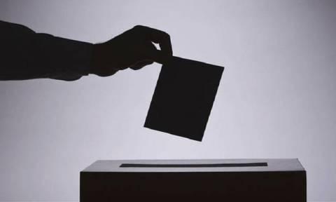 Νέα δημοσκόπηση: Πέντε στους δέκα Έλληνες θέλουν πρόωρες εκλογές (pics)