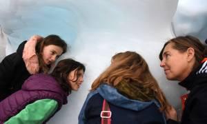 «Ice Watch»: Πάγοι απ' τη Γροιλανδία λιώνουν στο Λονδίνο (pics)