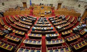 Χαμός στη Βουλή: Άγριος καβγάς για το Σκοπιανό - «Θα έρθει η ώρα να πληρώσετε»