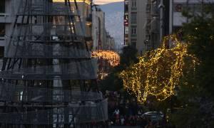 Εορταστικό ωράριο: Τι ώρα θα κλείσουν σήμερα (16/12) τα καταστήματα