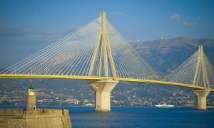 Συναγερμός στις Αρχές: Άνδρας απειλεί να αυτοκτονήσει από τη γέφυρα Ρίου - Αντιρρίου