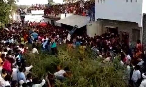 Γιατί Ινδοί κάνουν «βουτιά» σε… αγκάθια; (vid)