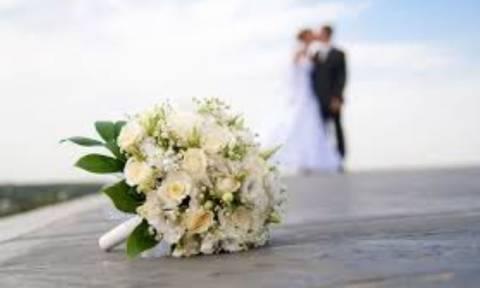 Παντρεύτηκε γνωστό ζευγάρι - Δείτε τις πρώτες φωτογραφίες από το γάμο του