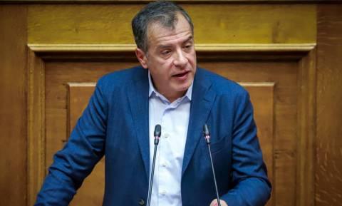 Θεοδωράκης: Υπερπλεονάσματα και υπερφορολόγηση δεν θα φέρουν νέο μνημόνιο, αλλά χρεοκοπία