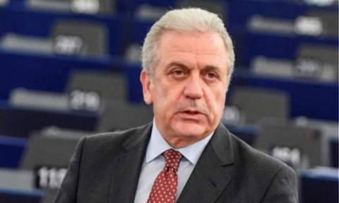 No country can face migration challenges alone, Avramopoulos says