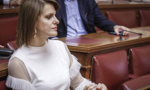 Επεισόδιο Τσίπρα - Μάρκου στη Βουλή: Τι πάθατε κυρία μου... αλλάζετε συχνά κόμματα και προέδρους